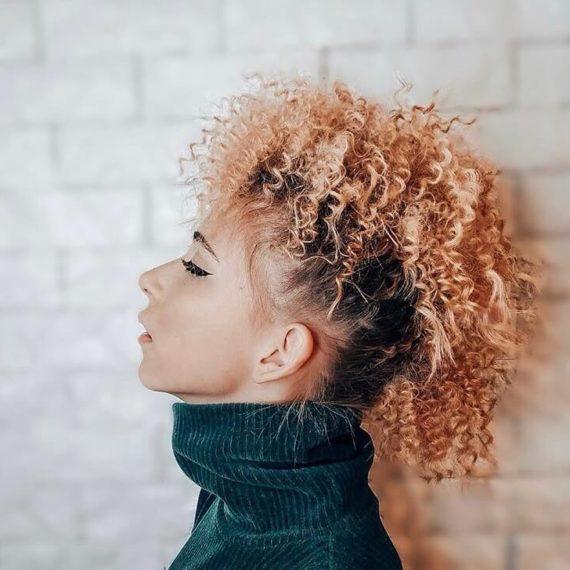 Прическа для кудрявых волос фото